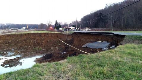 ht ohio sinkhole nt 121130 wblog Massive Hole Swallows Part of Ohio Road