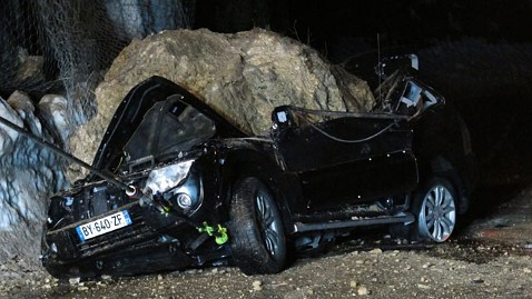 nc ludovic masciave boulder crash jp 120216 wblog Driver Survives 20 Ton Boulder Crash on Car