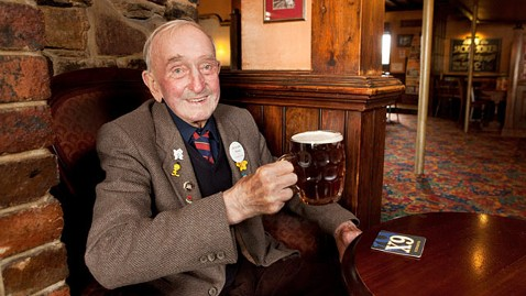 swns arthur reid ll 120911 wblog Man, 90, Visits Same Pub Daily for 72 Years