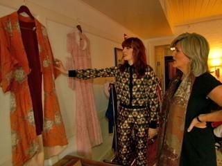 VIDEO: Florence Welch of Florence The Machine hangs kimonos all over NYC hotel room.