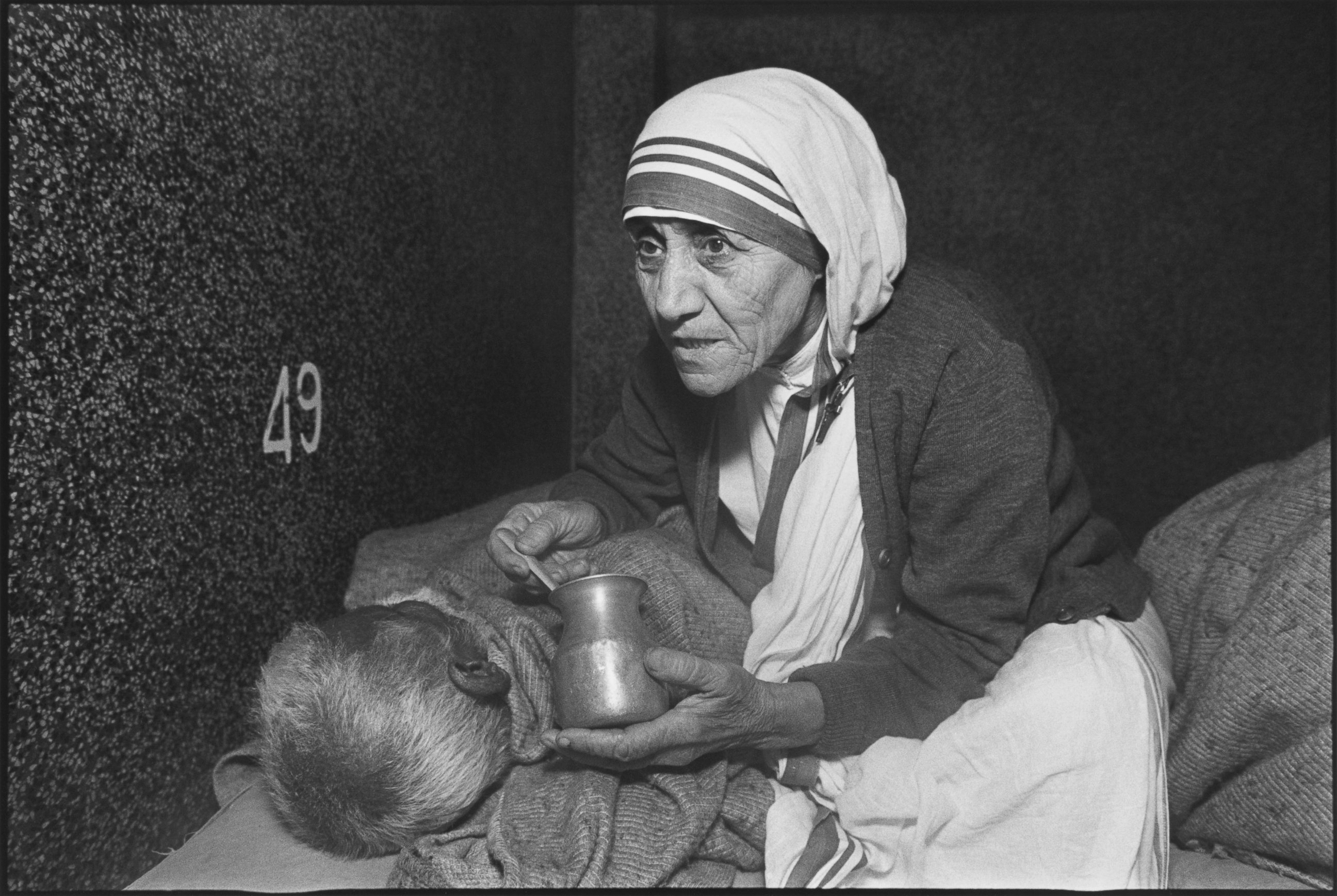 mother terasa Pope francis has recognized a second miracle attributed to mother teresa, paving her way to sainthood.