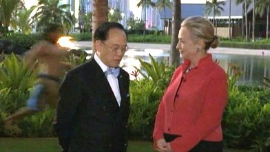 abc clinton naked man jp 111118 wb Secretary Clinton on Near Naked Man Photo Op: I Think He Was Late for a Luau