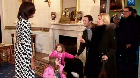 abc michelle obama bo nt 120216 wblog Michelle Obama and Bo Obama Surprise Tourists at the White House