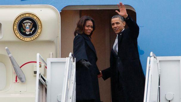 ap Obama ac 131210 16x9 608 Obamas, Bushes, Hillary Clinton on Air Force One Create Unique Sleeping Arrangements