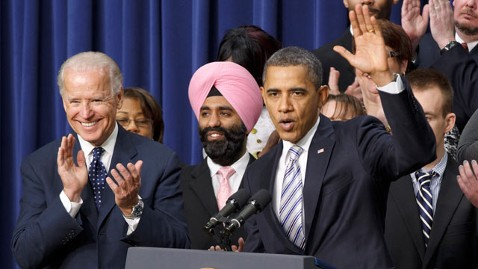 ap Obama biden Navroop Mitter thg 120222 wblog The Man in the Pink Turban: Navroop Mitter Stood Out Behind President Obama at White House Event