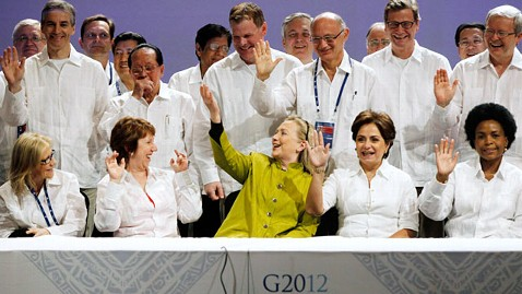 ap hillary clinton g20 class photo ll 120221 wblog Hillary Clinton Goes Green, Sticks Out at G20 Summit in Mexico