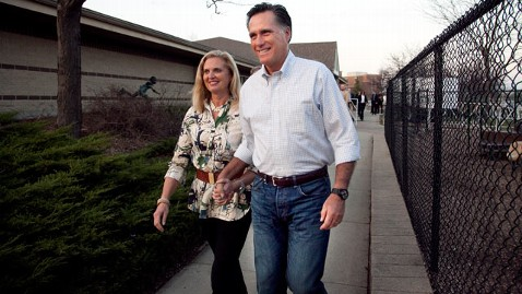 ap mitt romney dm 120319 wblog Ann Romney Says Campaign Will Unzip the Real Mitt