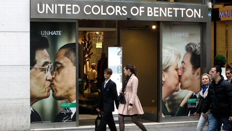 ap obama benetton nt 111117 wblog Obama, Hu Jintao Kissing Ad Draws WH Scorn