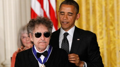 ap obama dylan kb 120529 wblog Nightline Daily Line, May 29: Bob Dylan Awarded Medal of Freedom