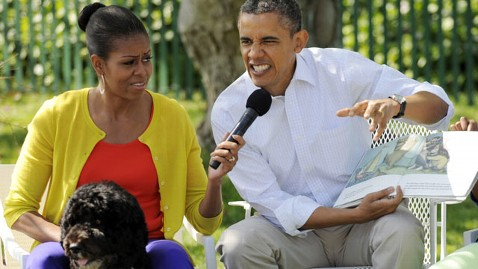 ap obama reading kb 120508 wblog Maurice Sendaks Wild Things One of Obamas Favorite Childrens Books