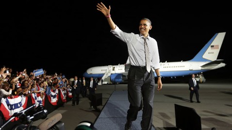 ap obama tarmac arrival lt 121025 wblog President Obama Wraps Blitz With Air Force One Rally in Ohio