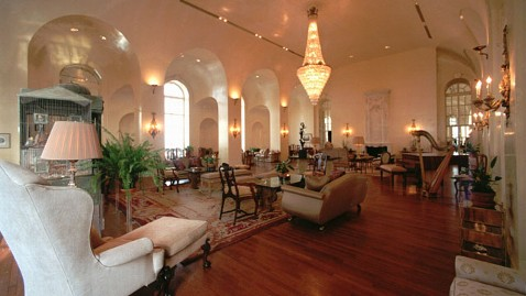 ap pierre penthouse nt 120627 wblog Welcome to the Romney Fundraiser at the Zweigs, One of the Worlds Most Expensive Homes
