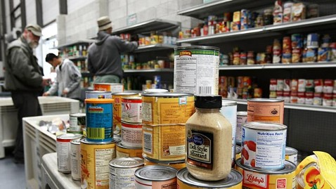 gty food bank ll 111122 wblog Federal Government, Charities Struggle to Combat Hunger