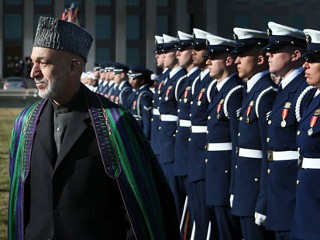 PHOTO: Afghan President Hamid Karzai (L) reviews the honor guards during a full military honors ceremony welcoming Karzai to the Pentagon Jan. 10, 2013 in Arlington, Virginia.
