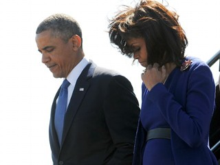 PHOTO: President Barack Obama and First Lady Michelle Obama disembark from Air Force One at Logan International Airport in Boston, April 18. 2013.