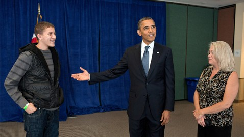 ht barack obama amee yousef gharbi ll 120914 wblog Obama Meets With Boy Shot in Aurora