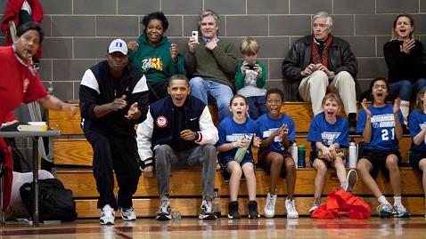 ht barack obama bball jt 120211 wblog Coach Obama Mentors Daughters Team