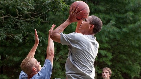 ht barack obama playing basketball thg 120822 wblog Obama Picks Indiana to Win NCAA Tournament