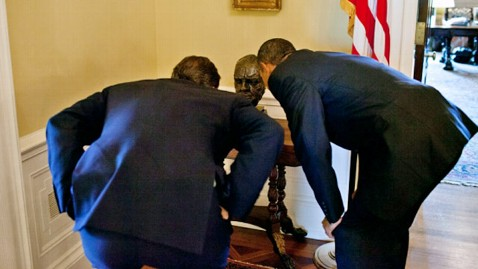 ht barack obama winston churchill bust ll 1207272 wblog White House Aide Pfeiffer Apologizes For Churchill Bust Controversy