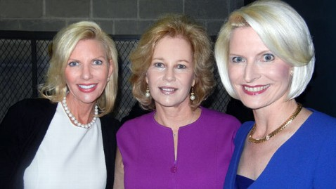 ht mary kaye huntsman anita perry callista gingrich thg 111108 wblog Politics Aside, Three GOP Candidates Wives Bond