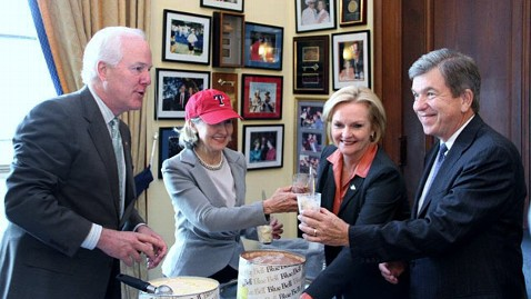 ht mccaskill blunt world series jp 111104 wblog Senator Loses 50 Pounds, 140 Characters at a Time