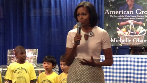 ht michelle obama jef 120612 wblog Michelle Obama Dazzles Fans, American Grown and Otherwise, at Book Signing