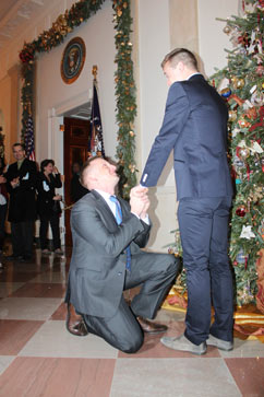 ht white house proposal jef 121217 vblog Gay Marine Proposes to Boyfriend at White House
