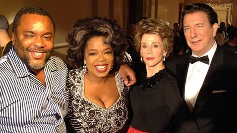 oprah twitter picture on set thg 120913 wblog Oprah Gives Peek at Jane Fonda as Nancy Reagan