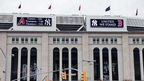 ht yankees boston mi 130416 wblog New York Yankees Put Boston Rivalry Aside at Tonights Game