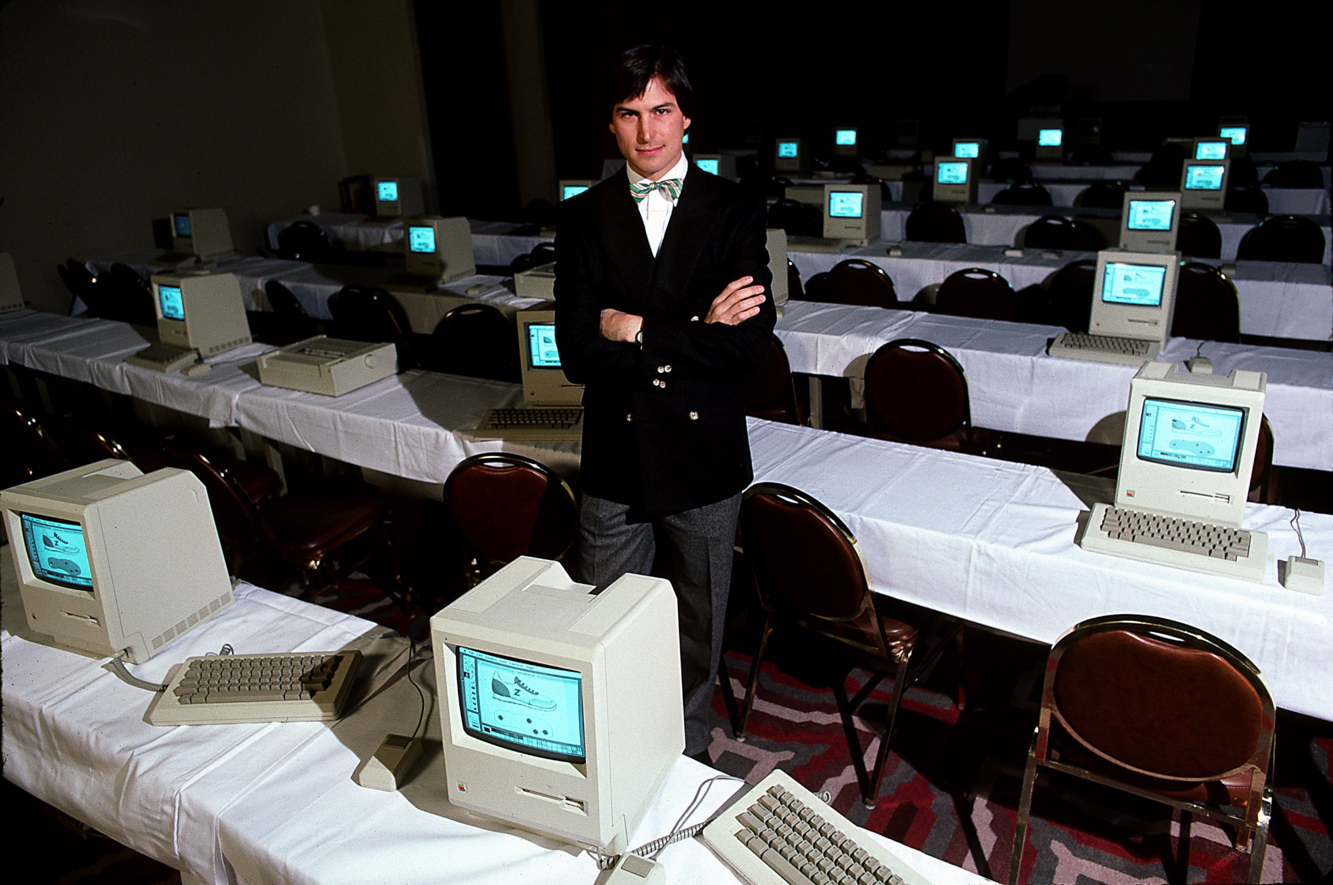 steve jobs videos at abc news video archive at abcnews com photo steve jobs room full of computers in 1984