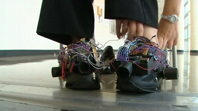 abc wfaa blind shoes 110928 wb Students Invent Vibrating Shoe For the Blind