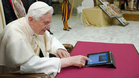 ap pope benedict tweets 1st time thg 121212 wblog Instant Index: Study Shows That Most People Trust Their Neighbors