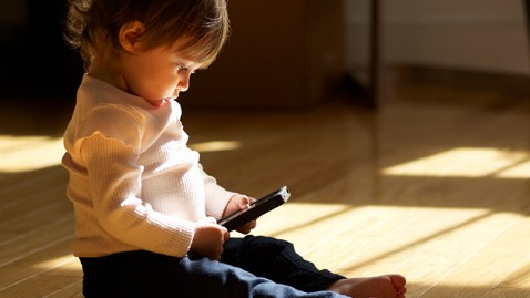 gty toddler smartphone ll 120621 wblog Smartphones Replacing Pacifiers? More Moms Use Phones to Distract Kids