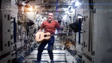 ht chris hadfield jef 130513 wblog Astronaut Chris Hadfield Performs David Bowies Space Oddity From... Space