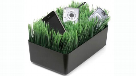 ht grass charger jef 121214 wblog Gadget Gift Guide: Tech Stocking Stuffers