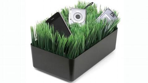 ht grass charger jef 121214 wblog Gadget Gift Guide: Tech Stocking Stuffers