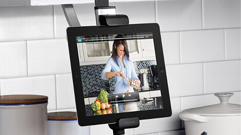 ht kitchen cabinet mount ll 121220 wblog Gadget Gift Guide: Best Gifts for the Kitchen