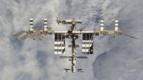 ht nasa international space station thg 130219 wblog Space Station Astronauts Lose NASA Communications Link for 2 Hours