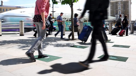ht pavegen tiles pedestrians ll 120523 wblog Tiles Harness Footsteps to Generate Electricity
