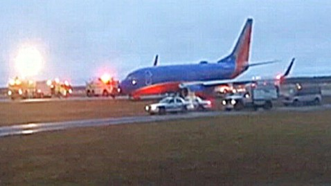 abc southwest plane dm 121227 wblog Southwest Plane Veers Off Runway, Pilot Unfazed