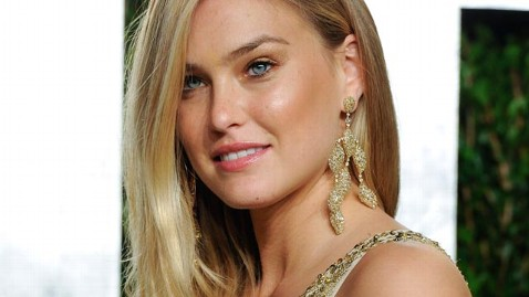 ap bar refaeli jef 120417 wblog Bar Refaeli Trash Talks Airport Security on Twitter