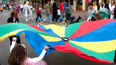 gty disney dm 130318 wblog Unescorted Kids Younger Than 14 Banned From Disney Parks