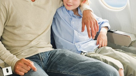 gty family plane dm 120712 wblog N.Y. Lawmaker Proposes Keeping Families Together In Flight