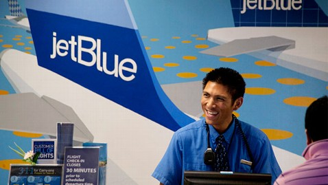 gty jetblue gate agent ll 120614 wblog Low Cost Carriers Tops for Customer Satisfaction