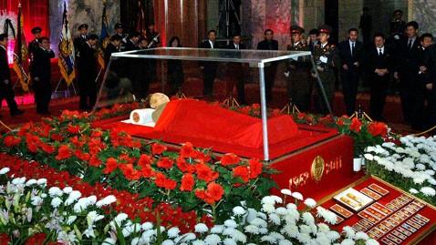 gty kim jong il dm 130125 wblog Corpse of Kim Jong Il Becomes Tourist Attraction