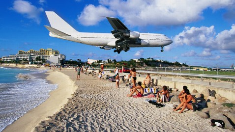 gty st maarten airport thg 111121 wblog St. Maartens Extreme Airport: A Caribbean Paradise for Thrill Seekers, Aviation Enthusiasts