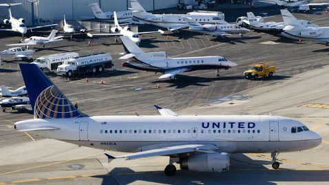 gty united airlines dm 120217 wblog United Airlines Policy Change Could Cost Pet Owners Thousands