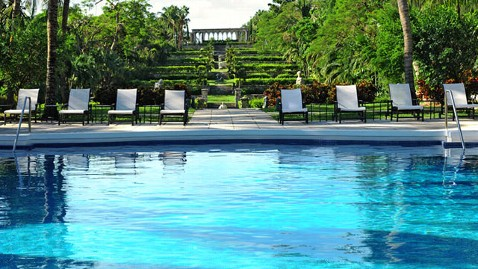 ht one and only pool jef 120424 wblog Summer Travel: Luxury on Sale