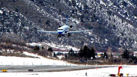 ht plane mr 120712 wblog 10 Scariest U.S. Airports