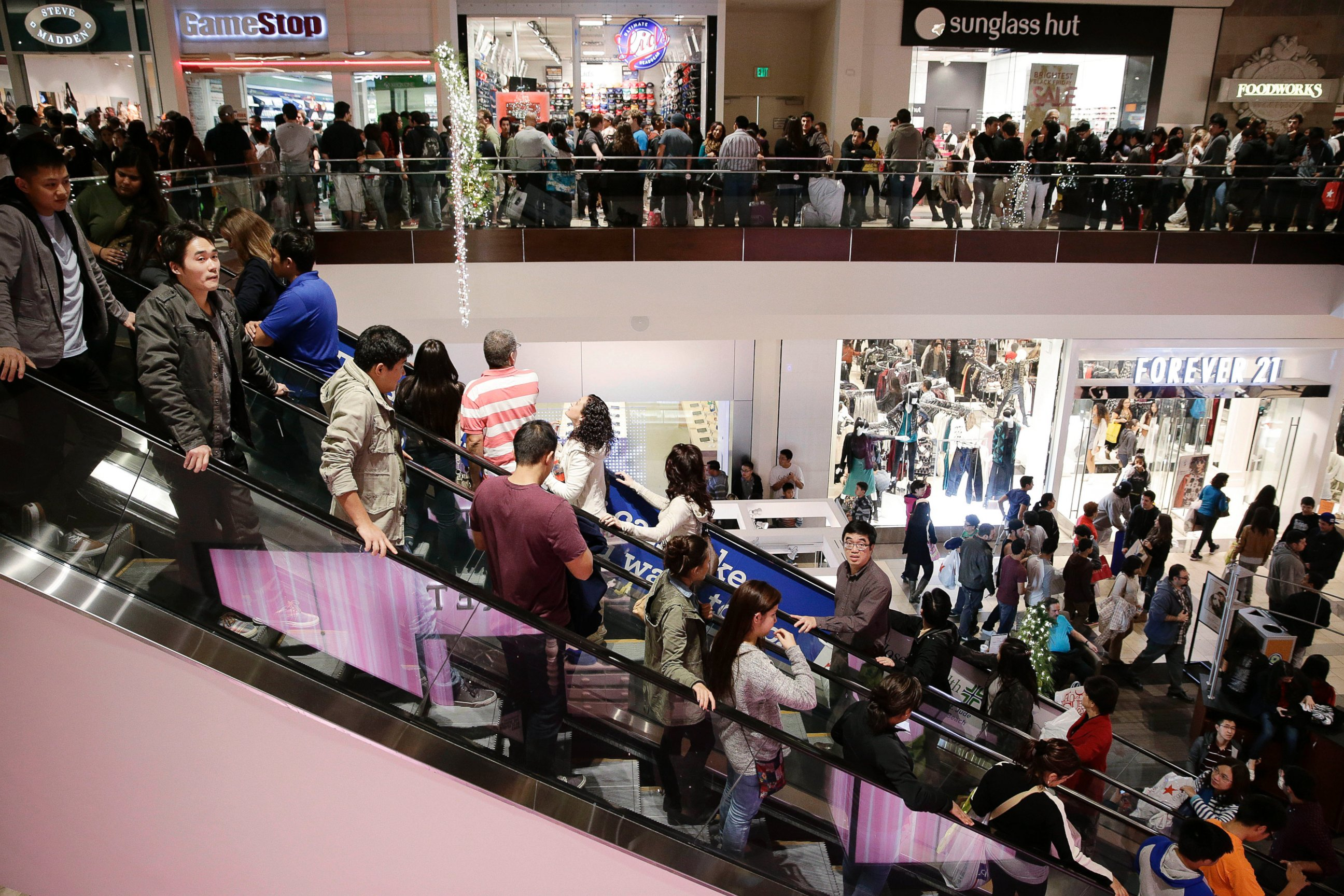 AP black friday shoppers lpl 131129 Shoppers Pull Back for Black Friday, Cyber Monday